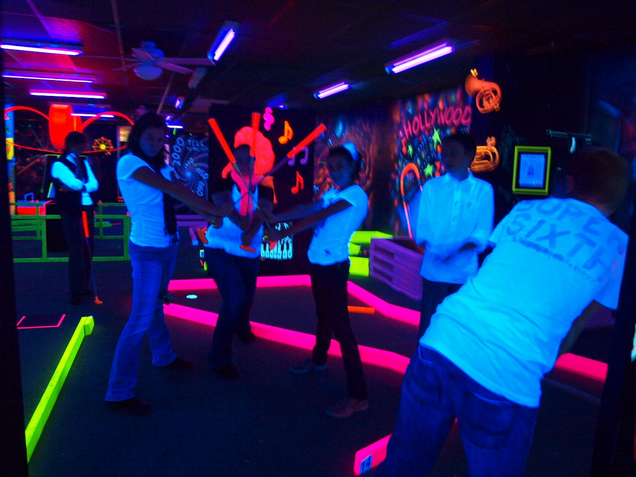 18 Hole indoor Blacklight Mini-Golf/Game Room/Arcade